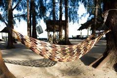 Wieg op strand van overzees Thailand Stock Afbeelding
