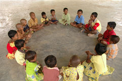Wiejscy dzieci przy sztuką Zdjęcia Royalty Free
