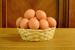 Wiejscy jajka w koszu Obraz Stock
