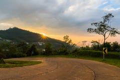 wiejska droga góry zdjęcia royalty free