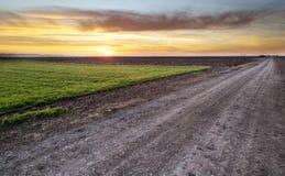 Wiejska droga przy zmierzchem fotografia stock