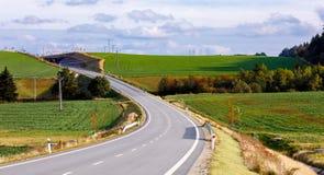 Wiejska droga w jesieni w wsi Obraz Stock
