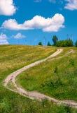 Wiejska droga wzdłuż zbocza Zdjęcia Stock
