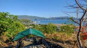 Wiejska droga wzgórze na Coron wyspie fotografia royalty free