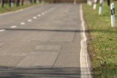 Wiejska droga z asfalt łatami jako tło obraz royalty free