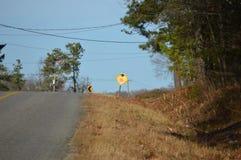 Wiejska droga z znakami ostrzegawczymi Fotografia Stock