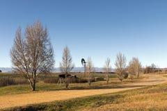 Wiejski droga gruntowa bieg Przez Suchego zima krajobrazu Fotografia Stock