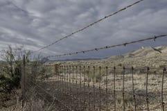 Wiejski drutu i drutu kolczastego ogrodzenie Fotografia Royalty Free
