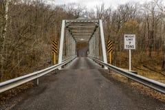 Wiejski, Historyczny most, - Fredericktown, Ohio zdjęcia royalty free