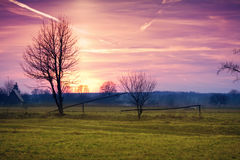 Wiejski krajobraz przy zmierzchem Zdjęcia Royalty Free