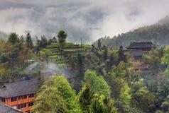 Wiejski krajobraz w średniogórzach Chiny, domu wiejskiego etniczny vil Zdjęcie Royalty Free