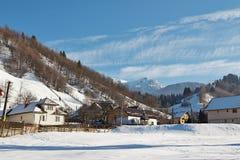 Wiejski krajobraz w zimie, Rumunia Zdjęcia Stock