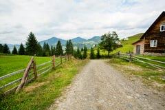 Wiejski krajobraz z dom na wsi miejscowego gospodarstwo rolne p Fotografia Stock