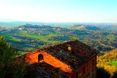 Wiejski krajobraz z starym włoszczyzna domem obrazy stock