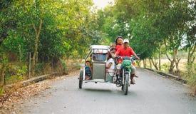Wiejski transport małomiasteczkowi ludzie w Azja 03 26 2015 Fotografia Stock