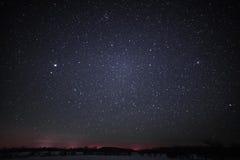 Wiejski zima krajobraz przy nocą z drzewami i gwiazdami Obrazy Royalty Free
