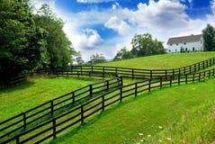 wiejskiego krajobrazu wiejskiego domu. Zdjęcie Royalty Free
