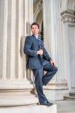 Wieka Średniego biznesmena Amerykańska pozycja na zewnątrz rocznika biura Obraz Royalty Free