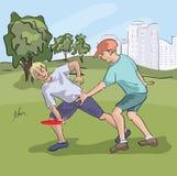 Wieki dojrzewania bawić się frisbee przy parkiem Obraz Royalty Free