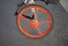 wiel van een het huren fiets stock afbeeldingen