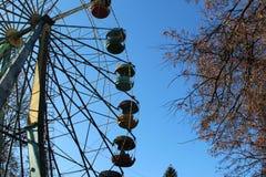 Wiel van het bekijken in het stadspark royalty-vrije stock afbeelding