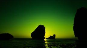 Wielbłąd skała w Nui zatoce przy Phi Phi Don podczas zmierzchu Zdjęcia Royalty Free