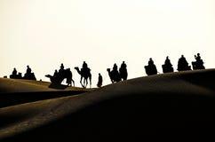 Wielbłądzia przejażdżka w pustynię Fotografia Royalty Free