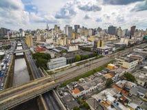 Wielcy miasta, wielkie aleje, domy i budynki, Lekki gromadzki Bairro da Luz, Sao Paulo Brazylia, poręcz i subw, fotografia stock