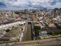Wielcy miasta, wielkie aleje, domy i budynki, Lekki gromadzki Bairro da Luz, Sao Paulo Brazylia, poręcz i subw, zdjęcia stock