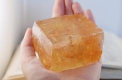 Wielcy Pomarańczowi Kubiczni kalcytów kryształy dla płciowości, twórczości & optymizmu! Jaskrawa pomarańczowa kalcyt próbka ilość zdjęcie stock