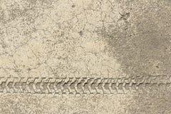 Wieldruk van fiets op cementtextuur Stock Afbeeldingen