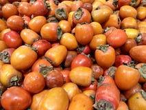 Wiele świeżych owoc persimmons w supermarkecie, karmowy pojęcia tło obraz stock