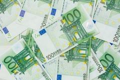 Wiele banknoty 100 euro Europejski waluty tło obraz stock