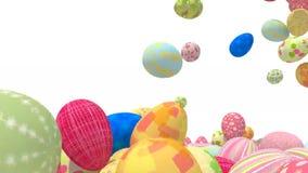 Wiele barwioni Easter jajka spadają na białym tle zdjęcie wideo