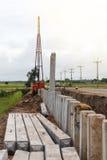 Wiele betonowi filary z żurawiami Fotografia Royalty Free