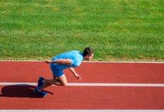 Wiele biegacze jak wyzwanie przedłużyć ich wytrzymałość bez musieć robić stażowy koniecznemu kończyć maraton zdjęcia royalty free