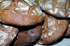Wiele bochenki czerni adry chleb Fotografia Royalty Free
