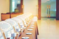Wiele bufet ogrzewał tace przygotowywa dla usługa, cateringu bufeta jedzenie obraz stock