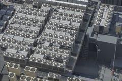 Wiele chillers lotniczy warunek na fabryce obrazy stock