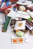 Wiele cukrowe saszetki kawiarnie i restauracje od różnych krajów Illustrative redakcyjne fotografii kolekci paczki Obrazy Royalty Free