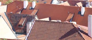 wiele czerwieni płytki na dachach domy Obrazy Royalty Free