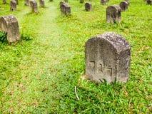 Wiele grobowowie na trawie obraz stock