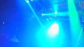 Wiele impreza rave przyjęcie, zielonego światła lazer promienia kratownica, widok od above zbiory
