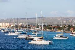 Wiele jachty w Bonaire i żaglówki Fotografia Stock