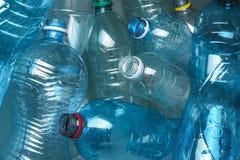 Wiele klingeryt butelki jako tło, zbliżenie zdjęcie stock
