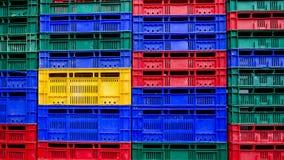 Wiele kolorów sterta plastikowych skrzynek tło Obrazy Royalty Free