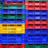 Wiele kolorów sterta plastikowych skrzynek tło Fotografia Royalty Free