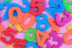 Wiele kolorowe liczby na purpura stole Zdjęcie Stock