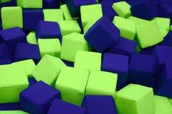 Wiele kolorowi miękka część bloki w kids& x27; ballpit przy boiskiem Zdjęcie Stock