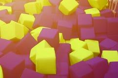 Wiele kolorowi miękka część bloki w kids& x27; ballpit przy boiskiem zdjęcia stock